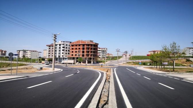 Çayırovada asfaltı serilen yolların çizgileri çiziliyor
