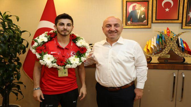 Darıca'nın Yıldızı Şamdan Olimpiyatlarda!
