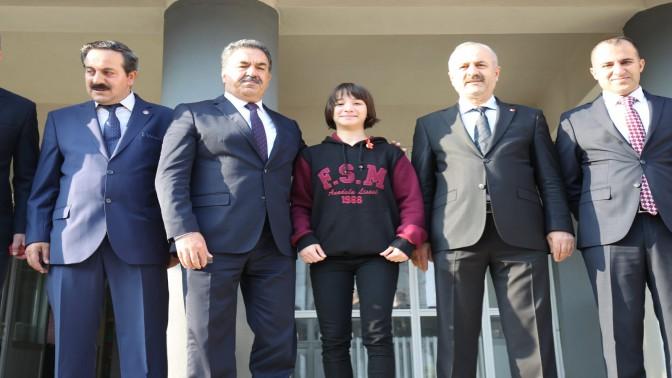FSM LİSESİ'NDE BAYRAK TÖRENİ