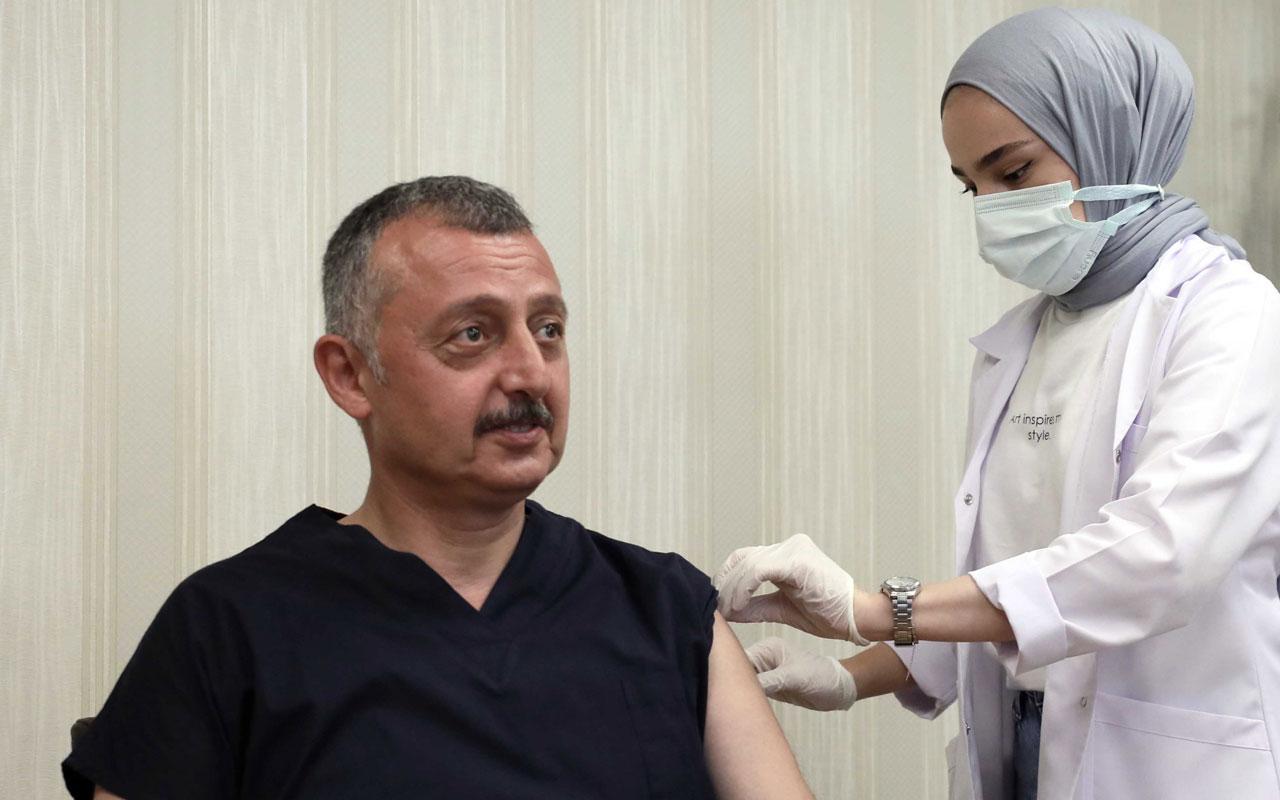 Kocaeli'de Başkan Büyükakın, üçüncü doz aşısını oldu