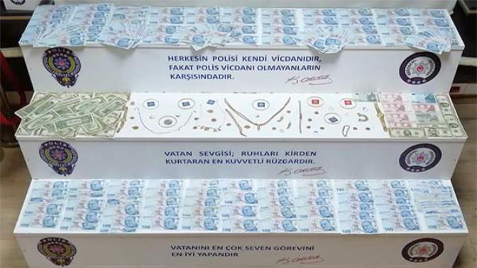 SAHTE POLİS VE SAVCILAR YAKALANDI