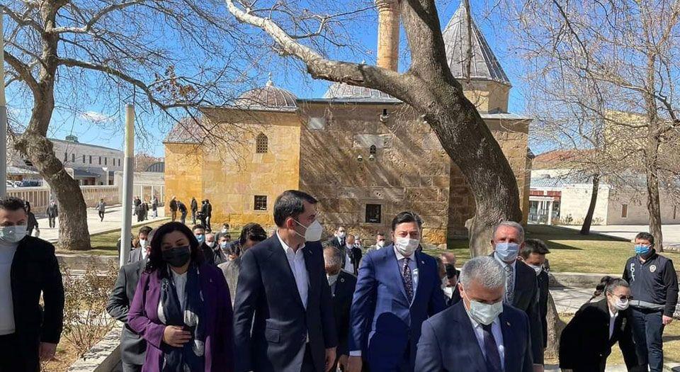 Bakan Kurum müjdeledi... Kırşehir Ahi Evran Külliyesi çevresi düzenlenecek