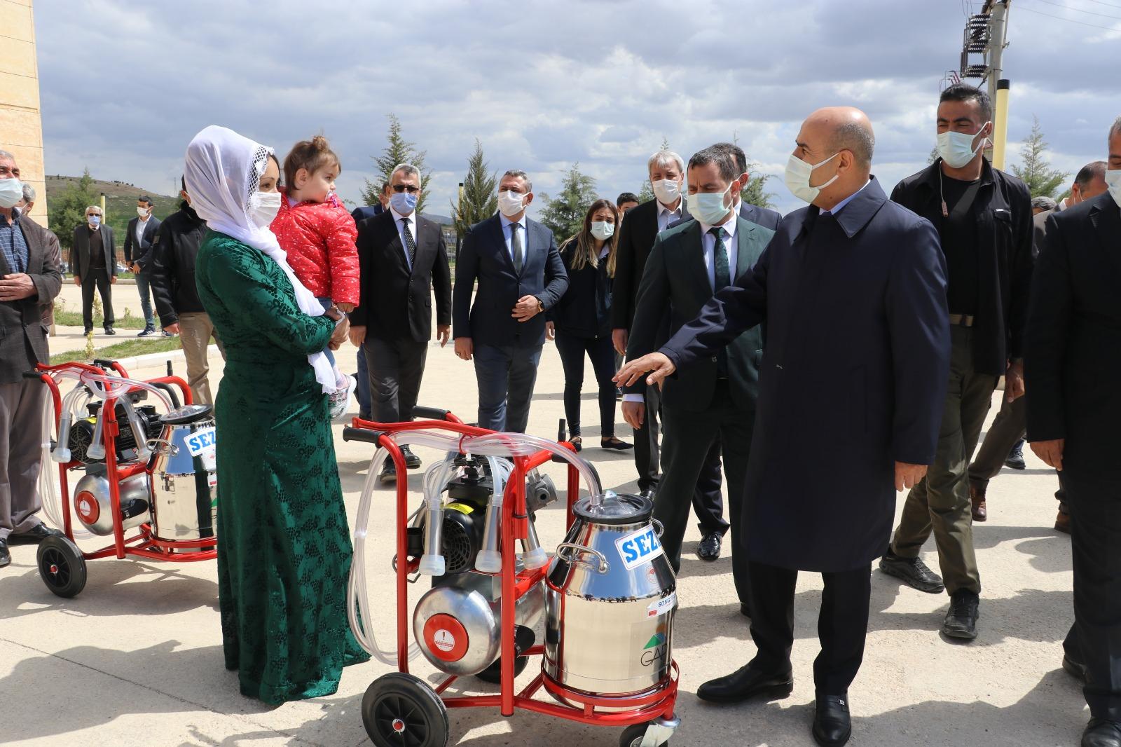 Mardin'de 29 çiftçiye daha süt sağım makinası verildi