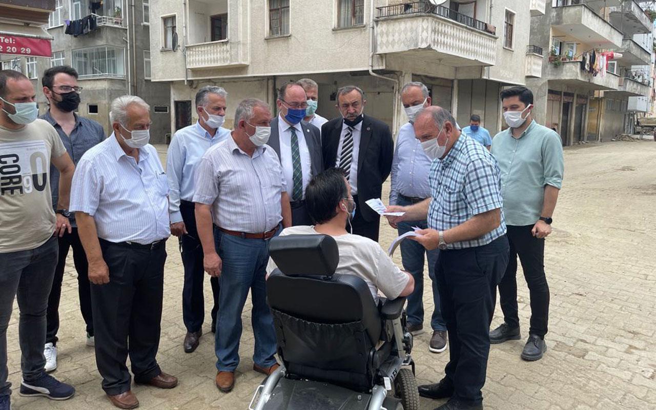 Artvin Arhavi'de selzedelere CHP'li başkanlardan malzeme desteği