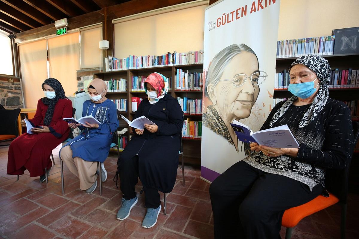 Bursa Nilüferli kadınlar Gülten Akın şiirleriyle buluşuyor