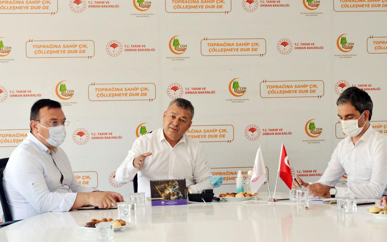 İzmir'de salçalık domates üreticileriyle istişare edildi